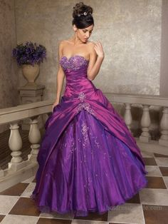 Very cute purple dress that I want someday!