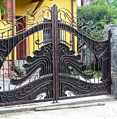 Metal works with fantasy - gates, railings, fences, furniture & more. Metal Driveway Gates, Metal Gates, Wrought Iron Doors, Front Gates, Grill Gate Design, Front Gate Design, Main Gate Design, Door Design, Glass Railing