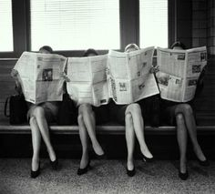 Vintage Photographs of People Reading Newspapers Before the Invention of That Grossly Antisocial Device: The Smartphone Black And White Picture Wall, Black N White, Black And White Pictures, Gray Aesthetic, Black And White Aesthetic, Travel Aesthetic, Bedroom Wall Collage, Photo Wall Collage, Photographs Of People