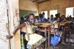 #Garango: Die kleinwüchsige Assana besucht eine inklusive Schule. Credit: Aleksandra Pawloff. #Inklusion #Bildung #Schule #BurkinaFaso Education, School