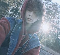 Camera image from boringalien Aesthetic People, Aesthetic Boy, Ftm Haircuts, Model Tips, Color Fantasia, Trans Boys, Androgynous Hair, Attractive People, Dream Hair