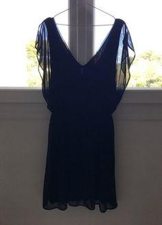 À vendre sur #vintedfrance ! http://www.vinted.fr/mode-femmes/petites-robes-noires/33282435-robe-noire-decolletee-ouverte-dans-le-dos