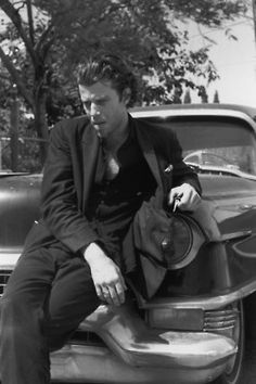 Tom Waits, the man just knows how to dress and still look smooth in any given situation.
