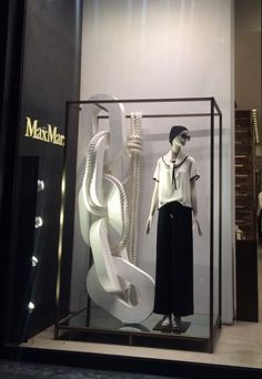 "MAXMARA,Bloor Street, Toronto, Canada, ""A chain is only as strong as its weakest link"",photograph by Youkyung Shim, pinned by Ton van der Veer"