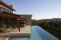Magnificent Hotels with Infinity Pools Facing Panoramic Views: Sensational Brown Floor In The Hotels With Infinity Pools And Cozy Patio Unde. Infinity Pools, Infinity Edge Pool, Pool Spa, Langer Pool, Cozy Patio, Custom Pools, Cool Pools, Pool Designs, Home Deco