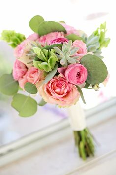 pink wedding bouquet! love http://www.weddingchicks.com/2013/08/30/summer-wedding-bouquets/