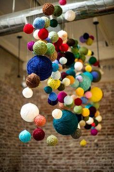 Trang trí nhà thêm lung linh bằng những cuộn len đủ màu sắc