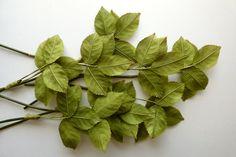 Vintage Millinery. ROSE LEAVES.  Hat trim. 1940s - millinery leaves - vintage leaves - green leaves - rose leaves - de GiardinoDiNinfa en Etsy