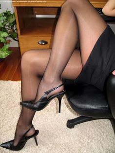 Crossdresser hard at work! #crossdressing#legs