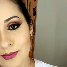 Maquiagem com côncavo rosado e pálpebra em dourado. Combinação que ficou harmoniosa e eu adorei!! Espero que gostem como eu.. Deixe nos comentários um pedido/ideia de maquiagem para eu reproduzir. #makedalella #makeup #ilovemakeup #glitter #hudabeauty #makeuplovers #maquiagemluxo_oficial #makeupartistworldwide #marinabetmakeup #maisvaidosa #centralmakeuplover #mfmaquiagem #motivescosmetics #sopodesermaquiagem #makeupartist #maquiagembrasill #universodamaquiagem_oficial #loucaspormaquiagem…