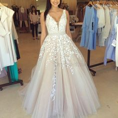 Fabulous V-neck Sleeveless Floor-Length Prom Dress with Appliques Beading