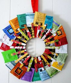 Homemade Christmas Gift DIY Tea Wreath Do you have a tea lover on your Christmas list? I fell in love with this tea wreath as soon as I saw it. Craft Gifts, Diy Gifts, Food Gifts, 242, Dollar Store Crafts, Dollar Stores, Diy Christmas Gifts, Holiday Gifts, Christmas Wreaths