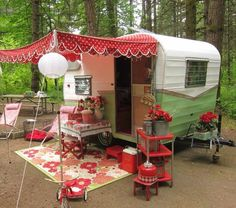 Love the outdoor decor of this '62 Shasta compact