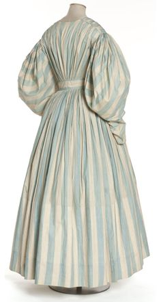 Day dress, 1830-35 France, Les Arts Décoratifs I wish we could see the front. :(