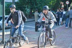 """Ciclistas de BH aderem ao dia """"De Bike ao Trabalho"""" Cerca de 100 ciclistas participaram de um café da manhã na avenida Bernardo Monteiro"""