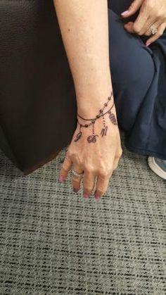 I don't wear bracelets so got this wrist tatoo with all my b.- I don't wear bracelets so got this wrist tatoo with all my babiea on it. – I don't wear bracelets so got this wrist tatoo with all my babiea on it. Mini Tattoos, Trendy Tattoos, Body Art Tattoos, Cool Tattoos, Beautiful Tattoos, Armband Tattoos, Anklet Tattoos, Tatoos, Charm Bracelet Tattoo