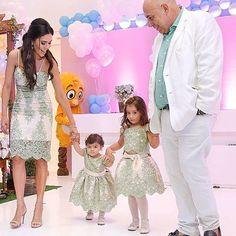 Princesses and Queen  Uma princesa agente já ama! Imaginem mamãe Diva @daniredetv com duas princesas!!!! É demais  Vestindo nossos Dresses Exclusivos da nossa Coleção Royal Princess  www.atelieraleli.com.br Whatsap 19.99955.5500  @ale_carvalhooliveira