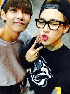 UGHHHSJASLDJN JIMIN WITH GLASSES >.< BUT THEN MY BABY TAEHYUNG I CANT HANDLE THIS PICTURE SHSJDJKSBSJS