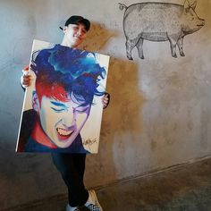 "180202 ygrepublique_my update of Seungri ""Seungri signing on his portrait drawn by @.jagung_sfc after his lunch.!!!!😍"""