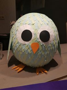 Make a balloon with papier-mâché, when it has dried up the cut drops and … – Knippen Orange Paper, Black Paper, Ballon, Pumpkin Carving, Wings, Presents, Drop, Cool Pictures, Make It Yourself
