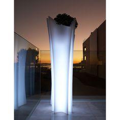 Hoge verlichte plantenbak van #Vondom