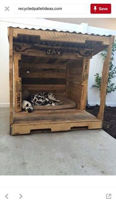 Watch these stylish designs of pallet dog houses and choose the one which you like the most. These are easy to make and yet elegant pallet dog house designs. Pallet Dog House, Pallet Dog Beds, Wood Dog House, Large Dog House, Wood Dog Bed, Build A Dog House, Dog House Plans, Wooden Pallet Projects, Wooden Pallets