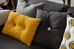 Putetrekk Dean #Kremmerhuset #Interior #Inspiration Grey Yellow, Navy Pink, Yellow Cottage, Color Shades, Mid-century Modern, Mid Century, Throw Pillows, Pillow Talk, 2 Colours