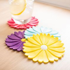 he Charles Viancin Daisy Drink Coasters are multi-layered. They allow the glass to break away from any suction caused by condensation. Each coaster is also designed with a lifted edge to help maintain any run-off condensation.