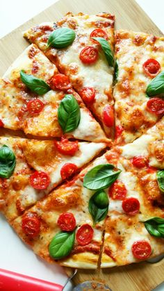 Pizza Recipes, Cooking Recipes, Healthy Recipes, B Food, Food Porn, Comida Pizza, Waffle Pizza, Food Texture, Best Homemade Pizza