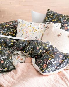 VIOLA || Delicately drawn by one of our local artists, this delightful watercolour features tiny gum nuts, grasses and daisies. Printed on crisp cotton percale and reversible to a darker palette, our Viola quilt cover set will provide you with more than one styling option 🌼🌸🌺 #BringTheOutDoorsIn