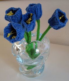 Free Knitting Pattern for Flower - Easy tulip-shaped flowers by Saartje de Bruijn. Pictured project by Padlitam