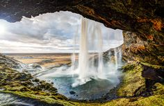 #Best_golden_circle_tour This great tour takes us along the impressive South coast of Iceland to the extraordinary Glacier Lagoon. You will have plenty of time exploring the Glacier lagoon with it's floating icebergs https://bustravel.is/tours/glaciers/glacier-lagoon-with-boat-tour