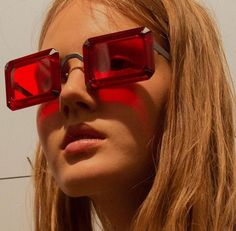 shoe t-shirt: Marco De Vincenzo Spring 2016 Backstage by Virginia Arcaro - Glasses Ideas Look Casual, Casual Chic, Sunnies, Spring Summer, Spring 2016, Summer 2016, Red Aesthetic, Looks Cool, Mode Style