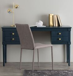 VINTAGE DESK This desk adds a hint of vintage style. Inspired by French neoclassical lines and brought up-to-date with a contemporary painted finish.