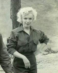 Marilyn in Korea, 1954. - www.more4design.pl – www.mymarilynmonroe.blog.pl – www.iwantmore.pl