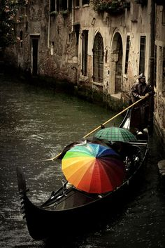 rainy Venice / love the touch of colors in the umbrella's to add contrast to the rainy / dreary day. Cool Pic