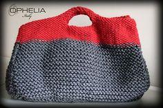 Oggi vi presentiamo il nostro primo pattern in lana facile da realizzare anche per principianti: un bauletto in lana realizzato a ferri.