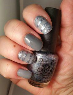 OPI -  Cement the Deal.. Embrace the Gray på långfinger & Shine for Me.