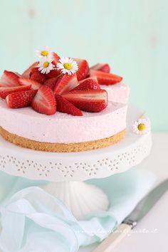 Cheesecake alle Fragole - Maggio mese delle Fragole! Gustiamole con questa torta fresca e facile