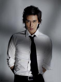 Бэйрон родился в семье тайваньского гангстера Чэнь ЧиЛи, известного скандальным убийством репортера Генри Лиу в 1984 году.Бэйрон является старшим сыном семейства.Его так же назыв Asian Actors, Korean Actors, Roy Chiu, Baron Chen, Drama Taiwan, Tv Series 2013, Korean Star, Levi Ackerman, Fine Men