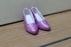For promotion purpose, I will offer 5 pairs in discounted price UDS15 per pairs. Include:  Shoes as shown in the photos x 1 pairs  Size of the shoes: 6.2cm long x 2.5cm wide It is quite difficult to find shoes to fit Minifee, so I have tailor-made some for sell. This shoes is very beautiful and in excellent quality. There are total 4 colors, please let me know which color do you want.  Doll is not included.  Best fit for girl Minifee in active line.  Very good quality and fit in size.