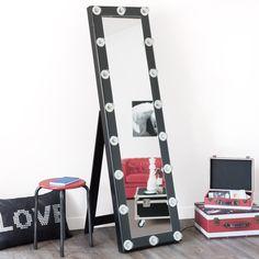 Espejo de pie Camerino negro Wedding Planer, E Room, Cheval Mirror, Decoration Inspiration, Dream Closets, Ladder Bookcase, Logs, Visual Merchandising, Storage Boxes
