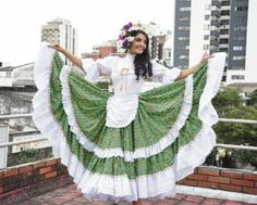 Chapolera People Of The World, Womens Fashion, Outdoor Decor, Closet, Vestidos, Flamenco Dresses, Ethnic Dress, Costumes, Blouses
