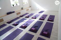 Зал для занятий в студии йоги Ом