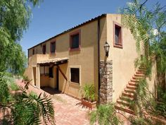 Casa Collesano 4 Collesano Casa Collesano 4 offers pet-friendly accommodation in Lascari, 11 km from Cefalù and 13 km from Cerda. Guests benefit from patio and a seasonal outdoor pool.  A TV is featured. There is a private bathroom with a shower.