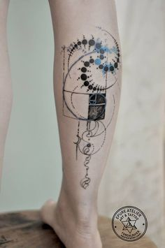 What does fibonacci spiral tattoo mean? We have fibonacci spiral tattoo ideas, designs, symbolism and we explain the meaning behind the tattoo. Spiral Tattoos, Fake Tattoos, Body Art Tattoos, New Tattoos, Tattoo Drawings, Sleeve Tattoos, Cool Tattoos, Sketch Tattoo, Tatoos