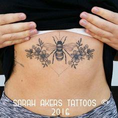 One of my favorite beautiful tattoos! - One of my favorite beautiful tattoos! Dream Tattoos, Time Tattoos, Future Tattoos, Body Art Tattoos, Tattoo Drawings, New Tattoos, Cool Tattoos, Bumble Bee Tattoo, Honey Bee Tattoo