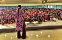 From the Twitter feed of Bali-based midwife Ibu Robin Lim: 2,500 colorful heroes of love spending Hari Pahlawan, Indonesian Hero's day, with me in Surabaya... I love you!! #RobinLim #IbuRobin #Surabaya #midwifery #midwives #Indonesia #batik