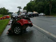 Acidentes deixam cinco mortos em rodovias federais no Paraná +http://brml.co/1A8fvaP