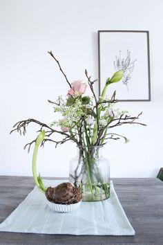 Winter bouquet by Judith Slagter // judithslagter. Happy Flowers, Pretty Flowers, Fresh Flowers, Wild Flowers, Arrangements Ikebana, Floral Arrangements, Bloom Where Youre Planted, Winter Plants, Same Day Flower Delivery